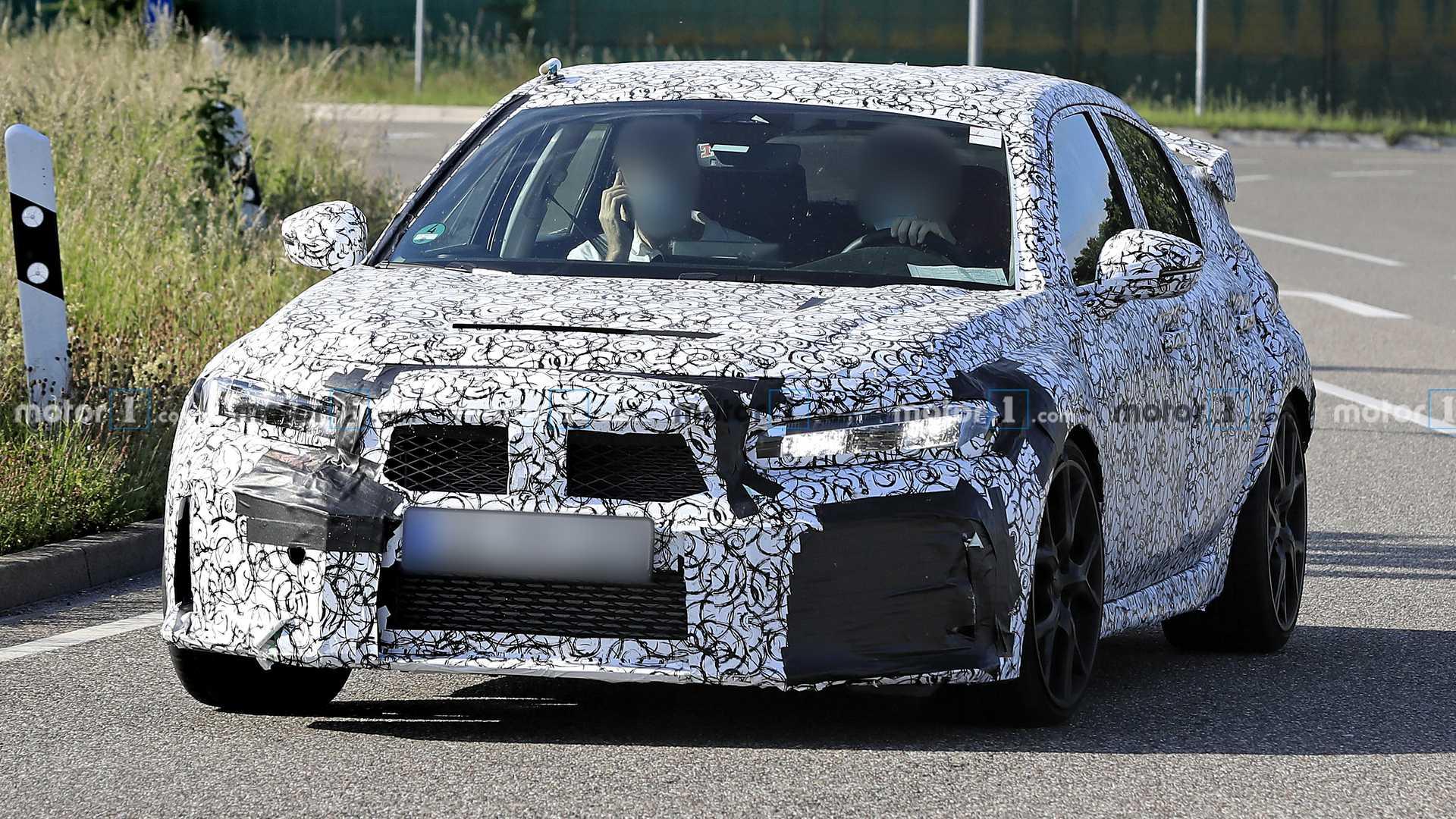 Honda Civic Type R, le foto spia della futura variante elettrica