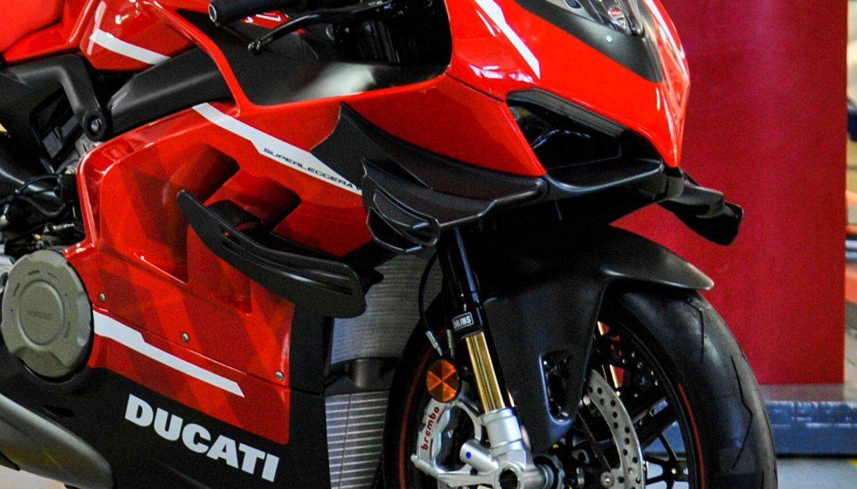 ducati superleggera v4
