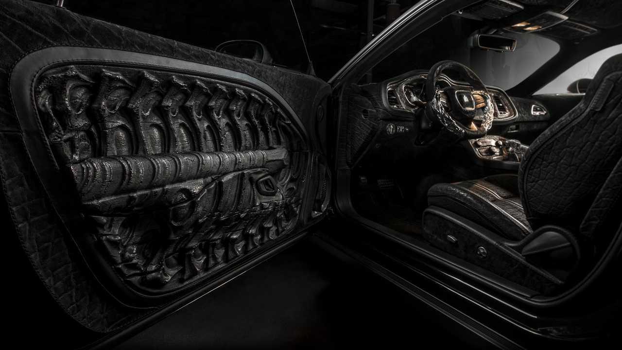 Interni auto gotici e volanti in argento: fin dove si spinge la personalizzazione