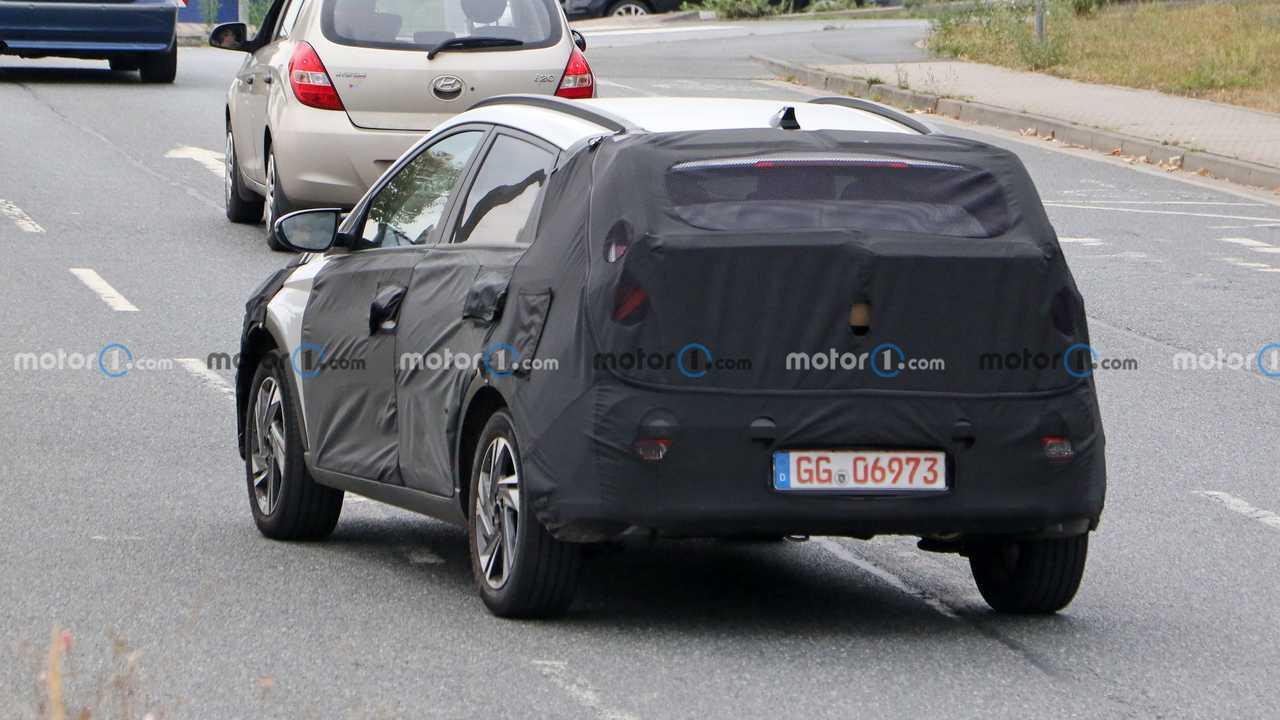 Hyundai Bayon prima foto spia (esterno)