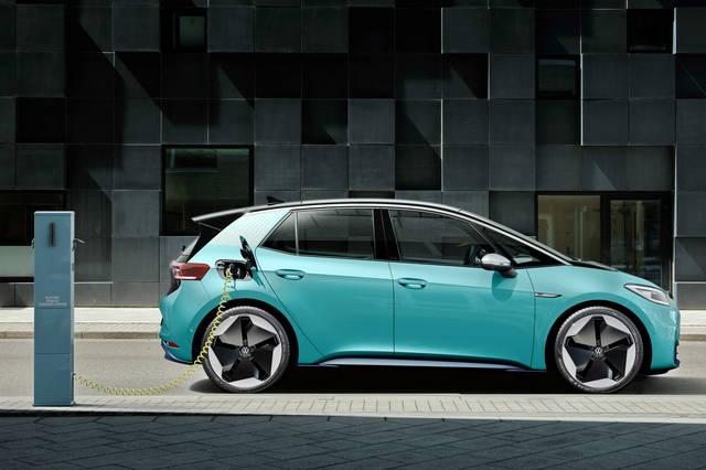 Le auto elettrificate vendono più delle diesel
