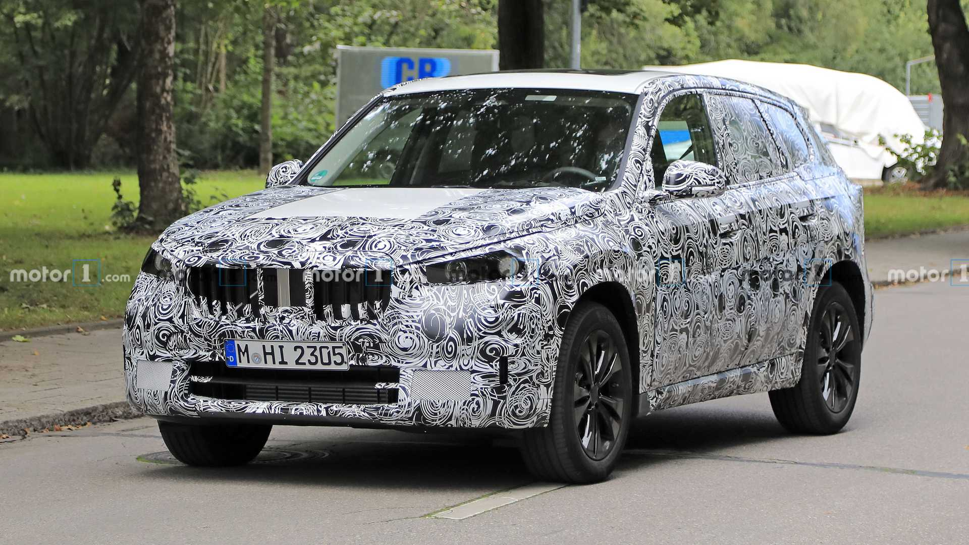 https://cdn.motor1.com/images/mgl/ZXnLK/s6/2022-bmw-x1-spy-photo-front-three-quarters.jpg