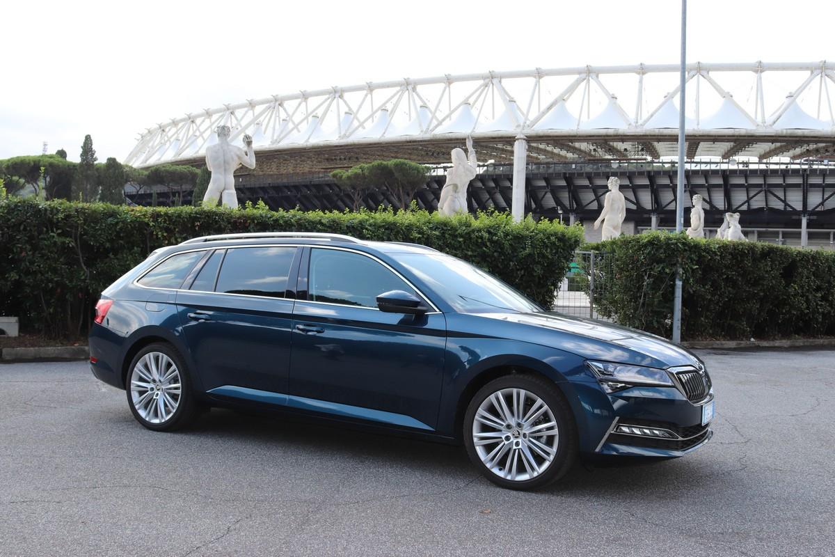 Skoda Superb iV wagon: la prova su strada