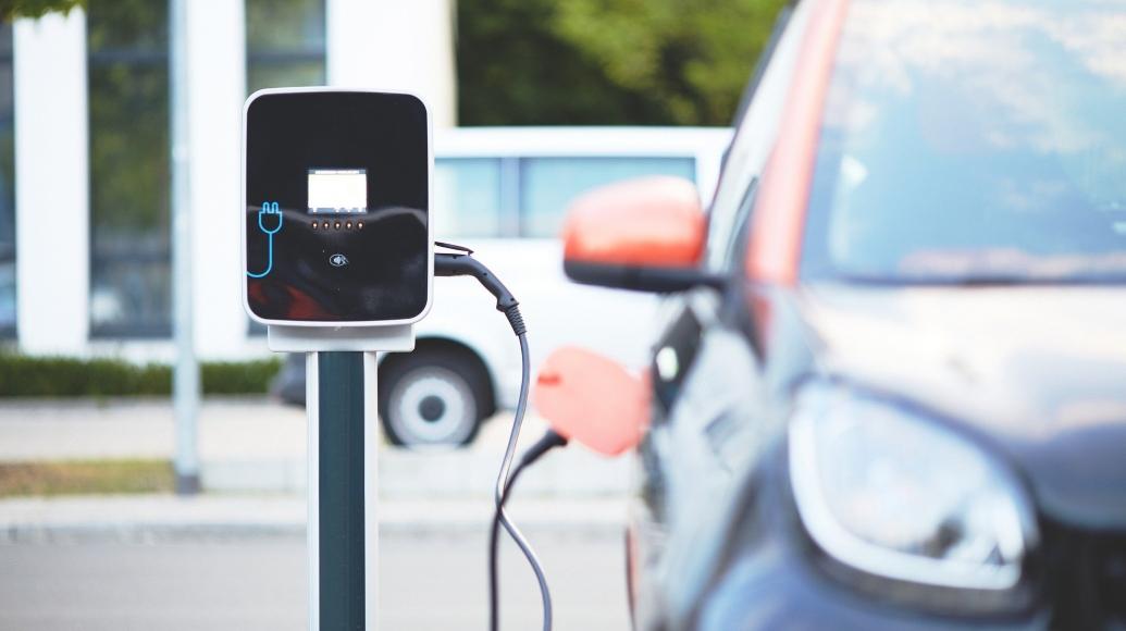UE, 30 milioni di auto elettriche nel 2030: ACEA scettica