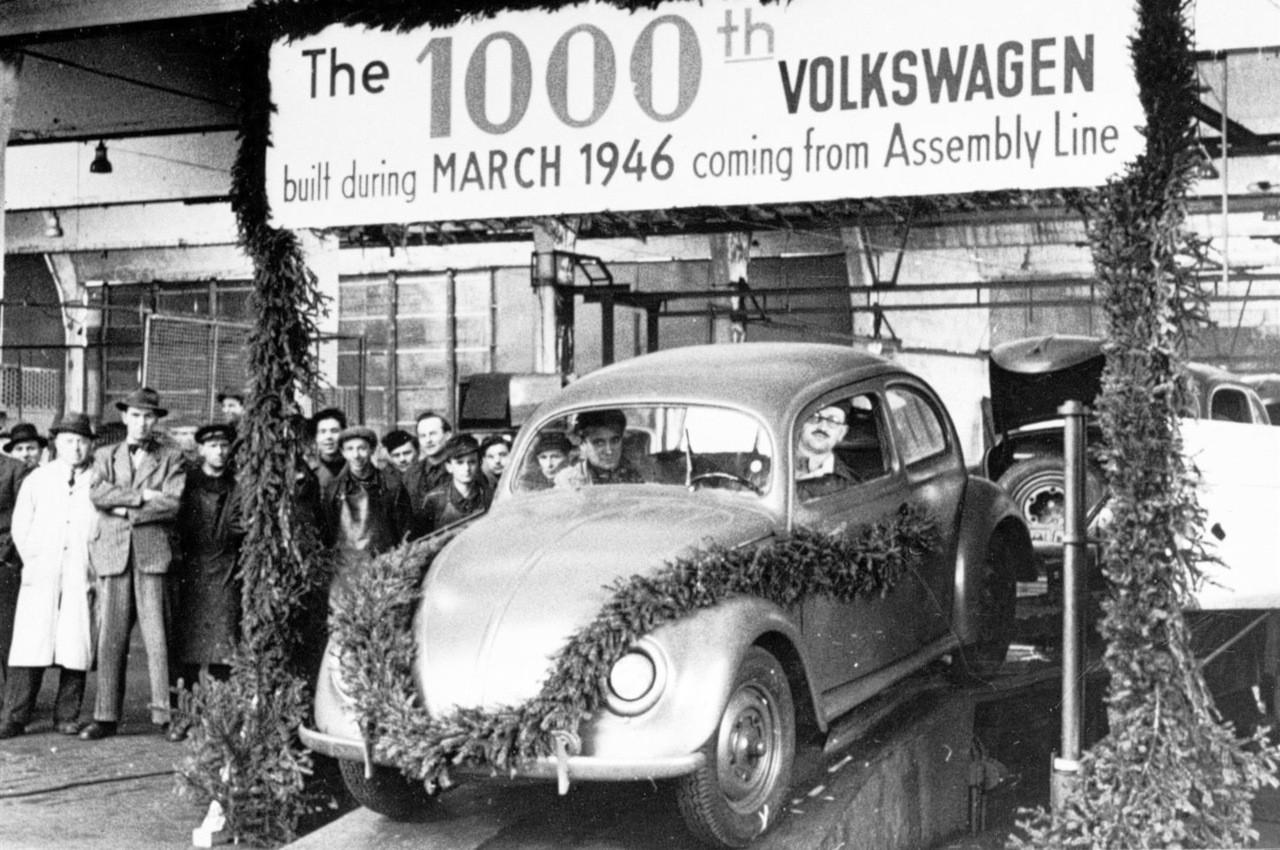 Volkswagen Maggiolino: 75 anni fa iniziava la produzione di serie