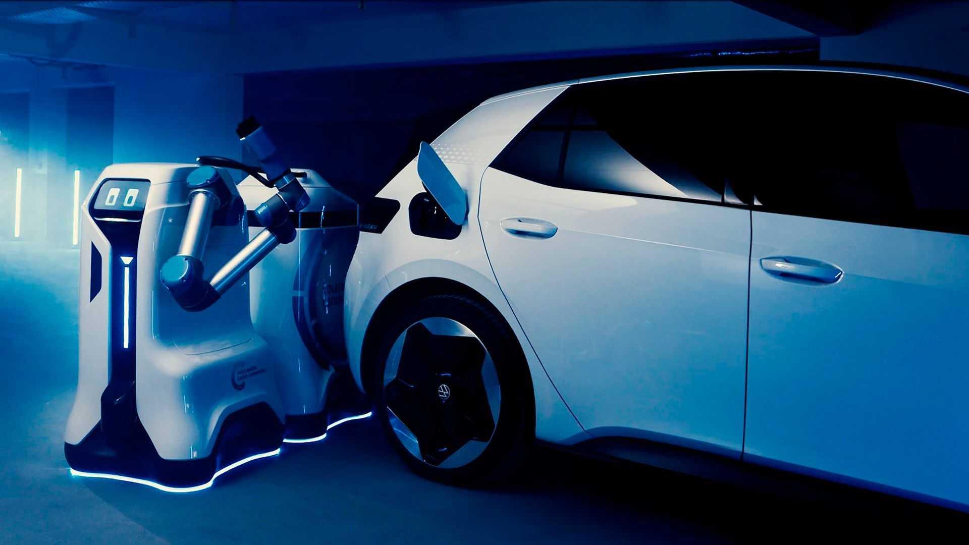https://cdn.motor1.com/images/mgl/X1939/s6/robot-volkswagen-ricarica-auto-elettrica.jpg