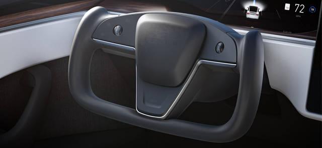 Quello strano volante della nuova Tesla Model S