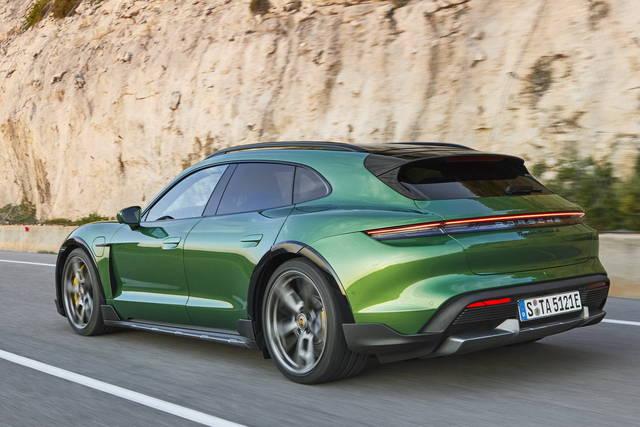 Porsche Taycan: ora anche Cross Turismo