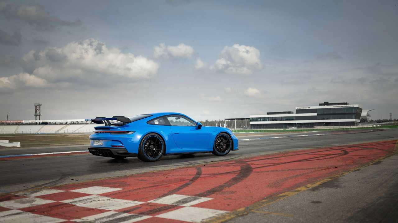 Porsche 911 GT3, i test a 300 all'ora per 5000 km