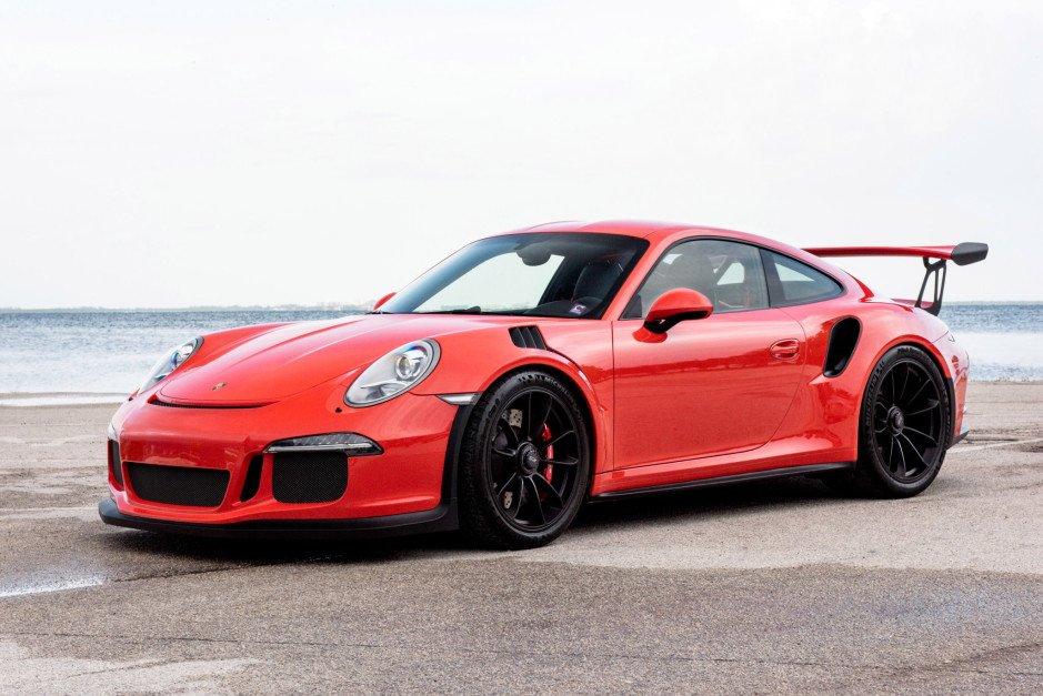 Porsche testa l'e-Fuel per ridurre le emissioni