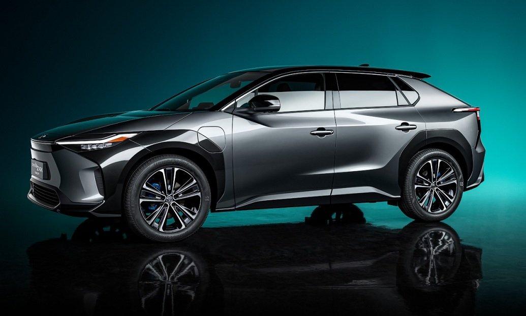 Toyota bZ4X: concept elettrica hi-tech al Salone di Shanghai 2021