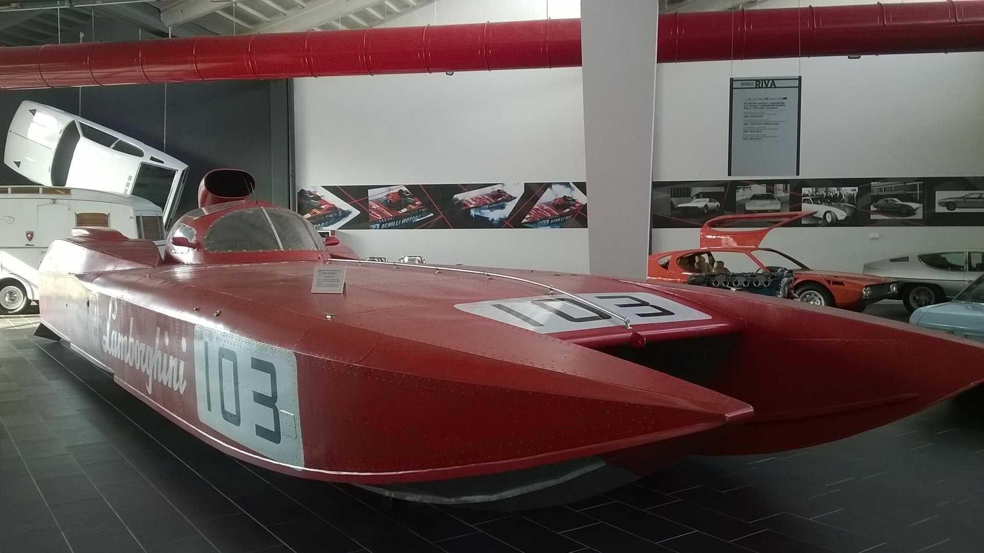 https://cdn.motor1.com/images/mgl/x7Gp6/s6/fast-45-diablo-e-gli-altri-motoscafi-con-cuori-da-supercar.jpg