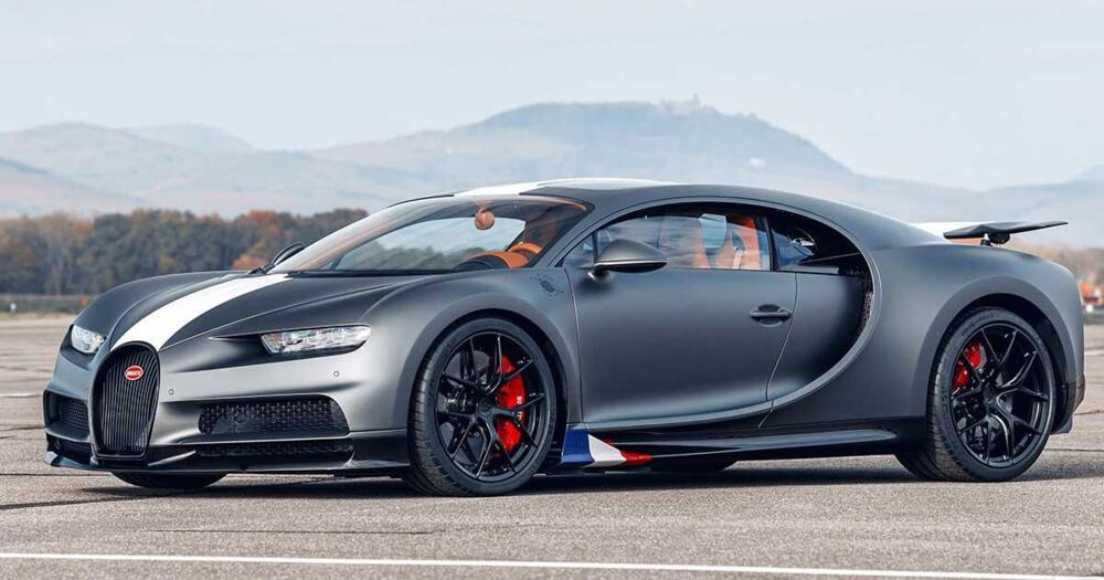 """Bugatti Chiron Sport """"Légendes du Ciel"""" sfida un jet in accelerazione"""