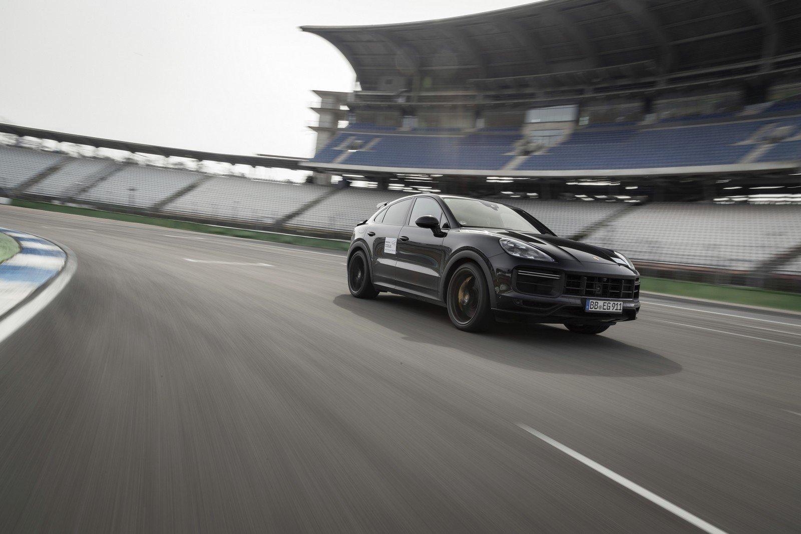 Porsche Cayenne Coupé: foto spia ufficiali del restyling