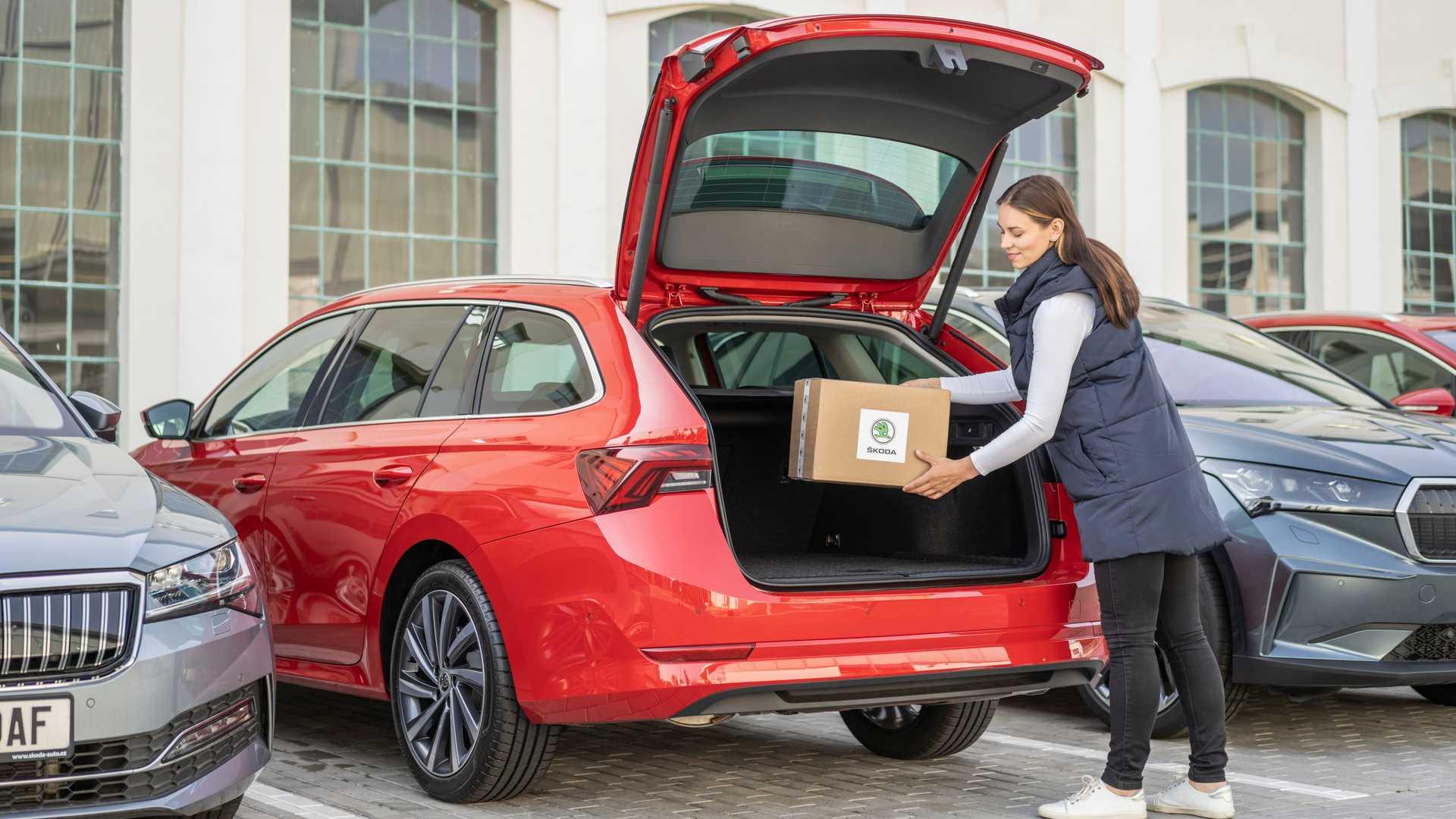 https://cdn.motor1.com/images/mgl/qAKvL/s6/nuovo-servizio-car-access-per-la-consegna-pacchi.jpg