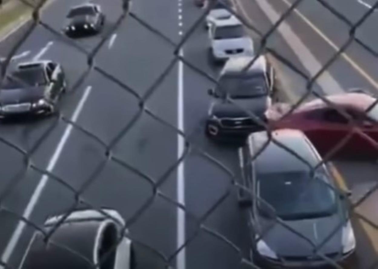 Ford Mustang sbanda e sbatte contro una Kia Sorento [Video]