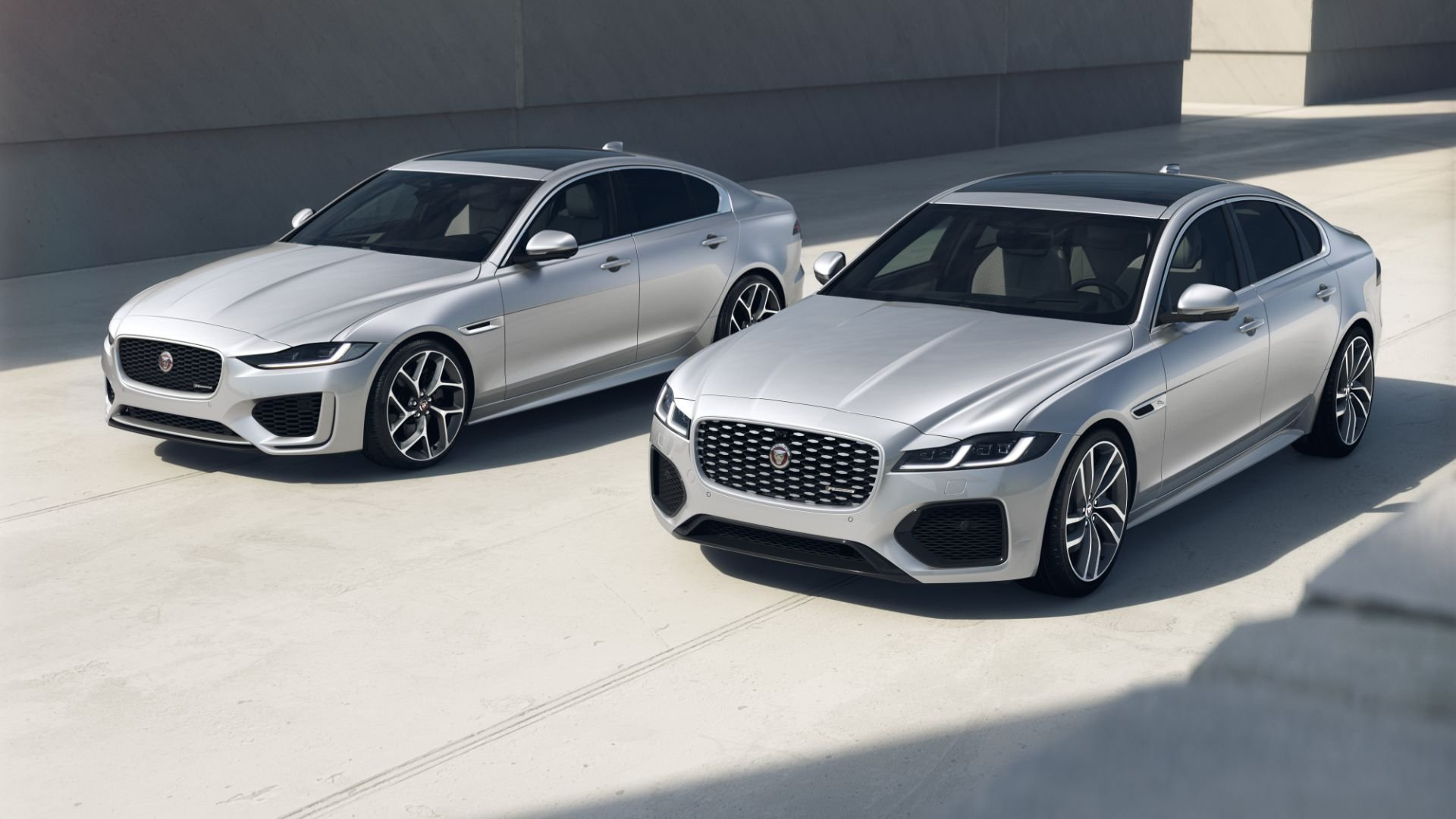 Jaguar XE e XF R-Dynamic Black
