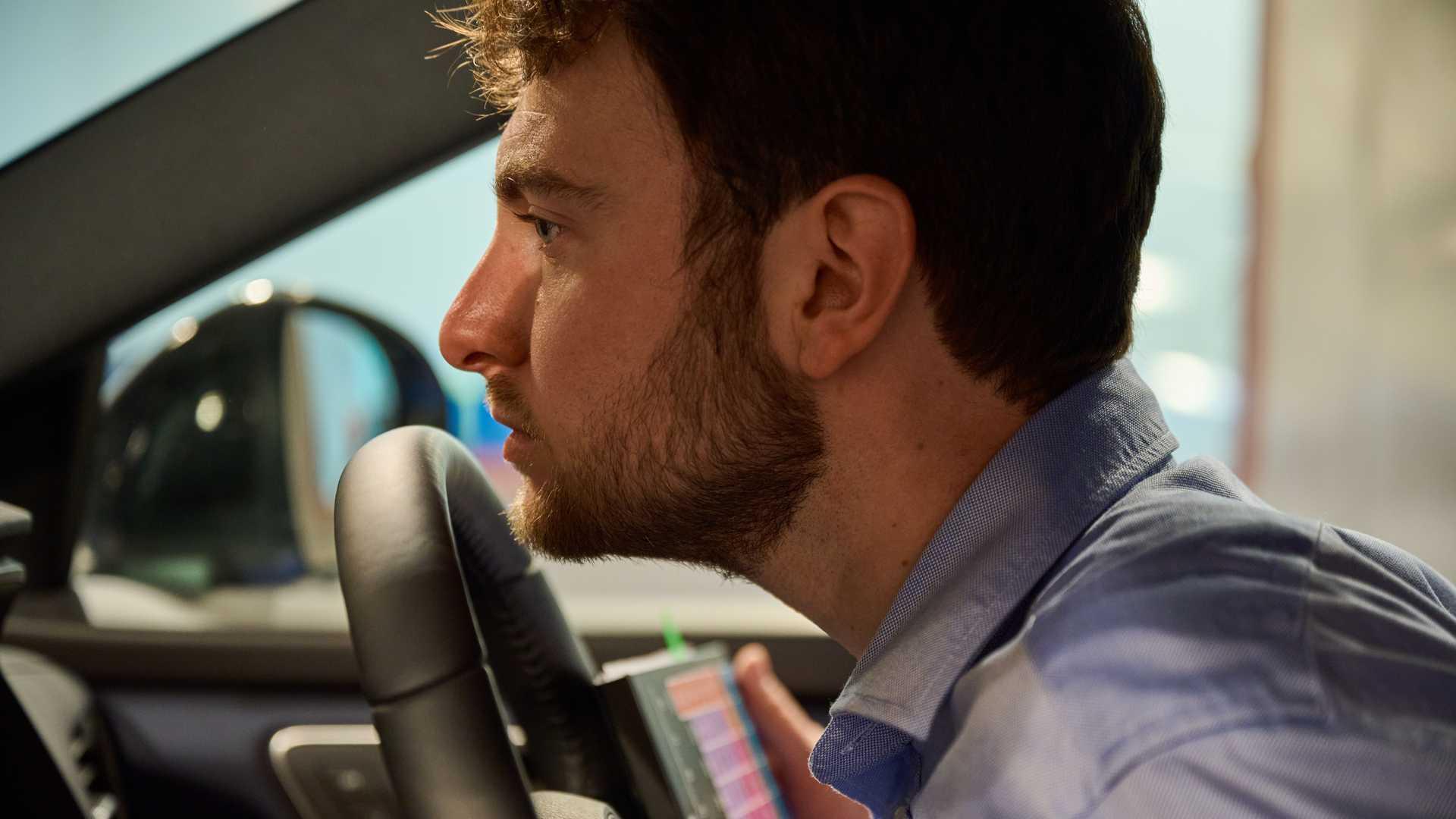 https://cdn.motor1.com/images/mgl/QjAQ9/s6/nissan-new-car-smell-steering-wheel.jpg