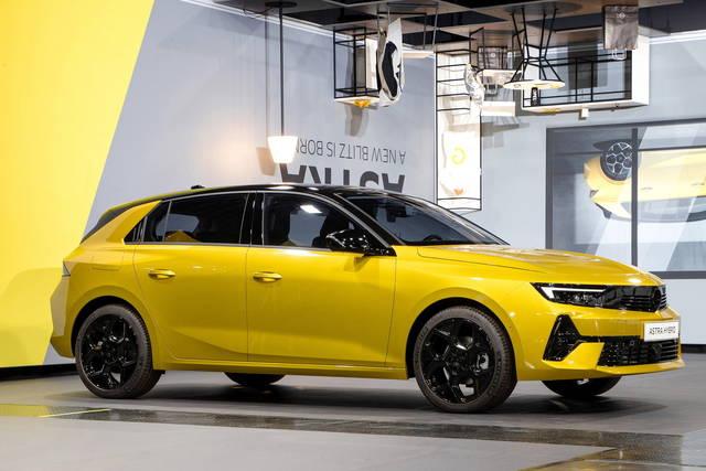 Opel Astra: nuove immagini e informazioni