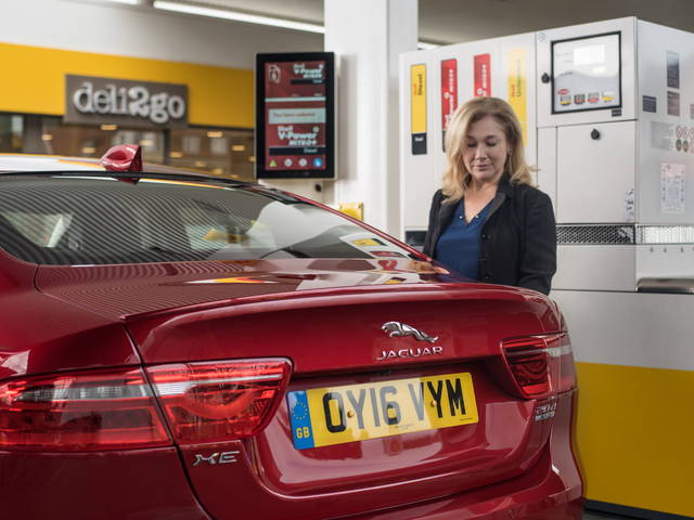 Regno Unito, effetto Brexit: code interminabili ai distributori di benzina